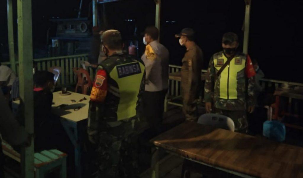 Cegah Covid-19, Babinsa Laksanakan Patroli Gabungan di Kecamatan Tebingtinggi