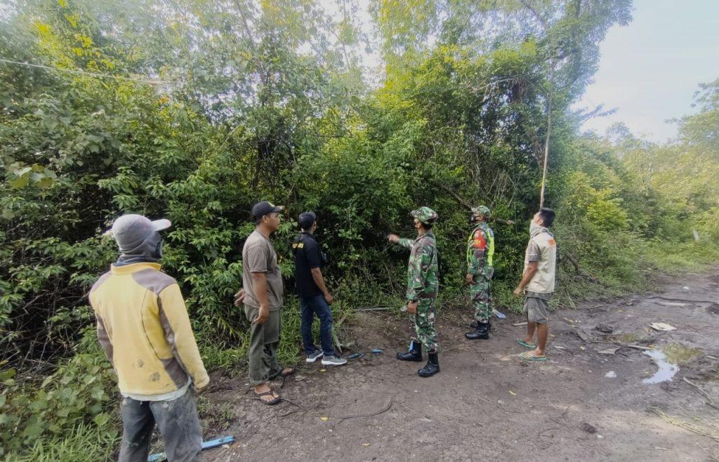Menekan Terjadinya Kebakaran di Desa Binaan, Babinsa Laksanakan Patroli Karhutla