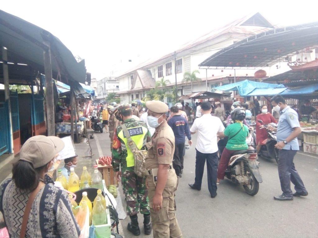 Covid-19, Danramil 02/Tebing Tinggi Laksanakan Pendisiplinan dan Prokes di Pasar Sandang Pangan