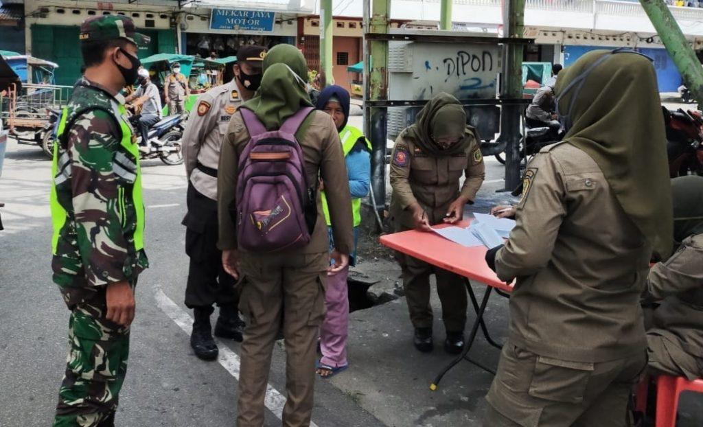 Babinsa Koramil 02/Tebing Tinggi Terus Laksanakan Operasi Yustisi dan Sosialisasi
