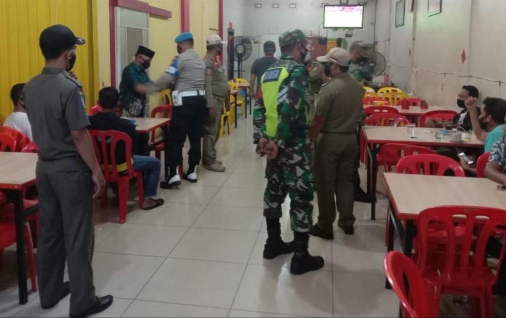 Babinsa Koramil 02/Tebing Tinggi Laksanakan Patroli Gabungan dan Sosialisasi Kepada Masyarakat