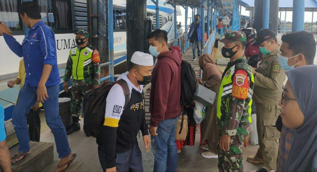 Penularan Covid-19, Babinsa Tingkatkan Pengawasan di Pelabuhan Tanjung Harapan