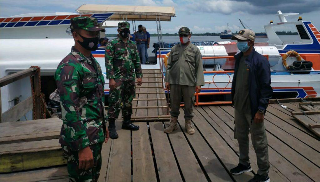 Babinsa Koramil 02/Tebing Tinggi Tingkatkan Prokes di Pelabuhan
