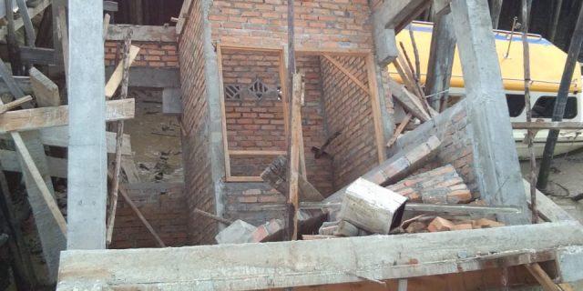 Alamak Belum Selesai Pengerjaannya,Bangunan Proyek Rehab Pelabuhan Perikanan Selatpanjang Sudah Ambruk