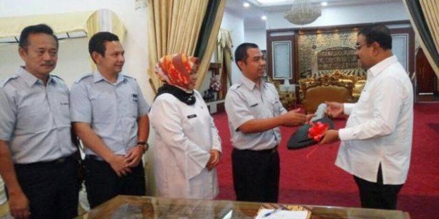 PT.Timah Sumbangkan Lori Pengangkut Sampah ke Pemkab Karimun