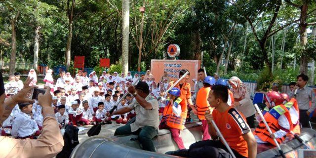 Anak-Anak SD IT Al-Fikri Labura diajarin BPBD Labuhanbatu Cara Penyelamatan