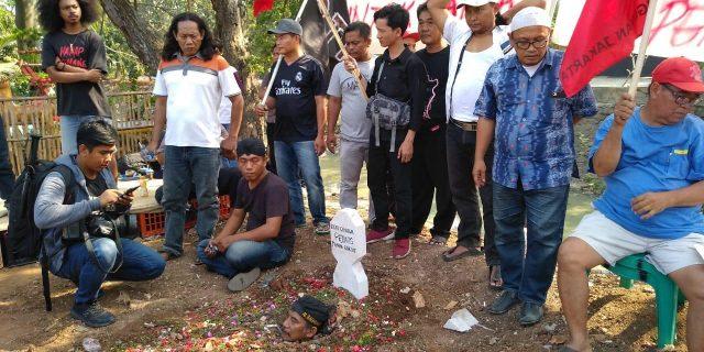 Pemprov DKI Gagal Laksanakan Amanah UU No.5 Tahun 1960 : Aliansi Tanah Untuk Rakyat Gelar Aksi Demo Kubur Diri