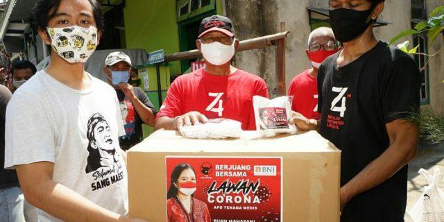 Gibran Bersama Relawan Salurkan Bantuan Ribuan Masker dari Puan Maharani