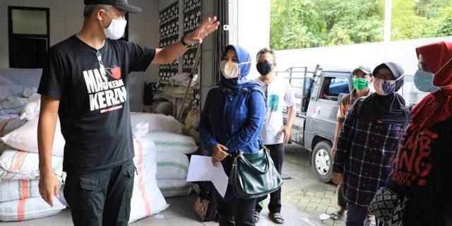 Ganjar, Gubernur Jateng Borong 3 Juta Masker Buatan UMKM