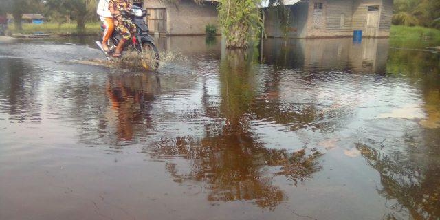 Warga Terpaksa Mengungsi,Puluhan Rumah Warga Di Desa Air Hitam Labura Terendam Banjir