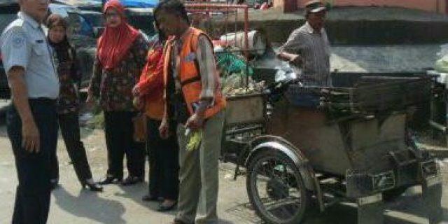 Dishub Labuhanbatu Normalisasikan Arah dan Arus Lalulintas Di Simpang 3 Aek Nabara