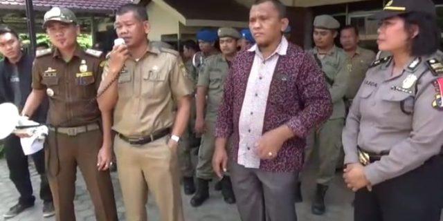 Gaji Tak Sesuai, Para Buruh PT. SPS Demo ke Kantor Bupati dan DPRD Labusel