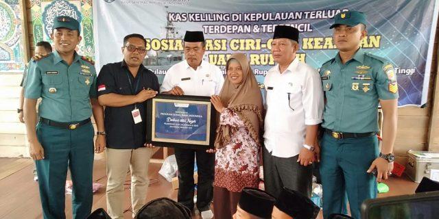 Bank Indonesia (BI) Dan TNI Angkatan Laut (AL) Gelar Sosialisasi Uang Rupiah Ke Masyarakat Meranti