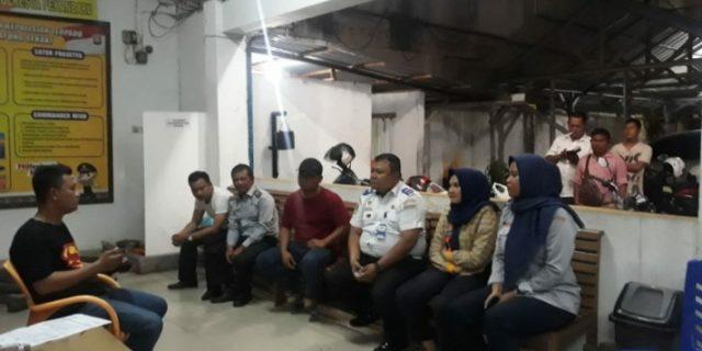 Waduh, Petugas Dishub Pekanbaru Keroyok Supir Bus
