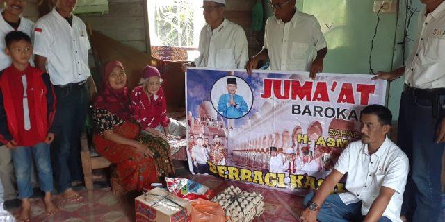 Berbagi di Jum'at Barokah, Sahabat Haji Asmar Beri Bantuan Kepada Mak Ungal Semah Warga Desa Lukun