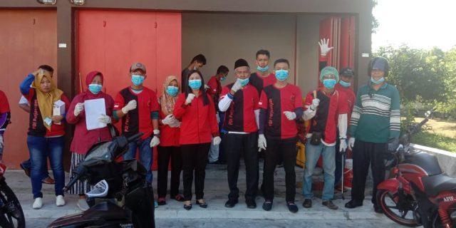 Cegah Covid-19, DPC PDI Perjuangan Meranti Lakukan Penyemprotan Cairan Disinfektan Ke Sejumlah Rumah-rumah Ibadah