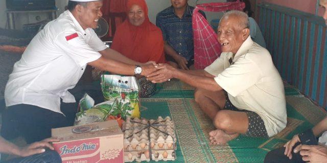 Tim Jum'at Barokah Sahabat Haji Asmar Sambangi Kediaman Pak Noto di Kampung Baru