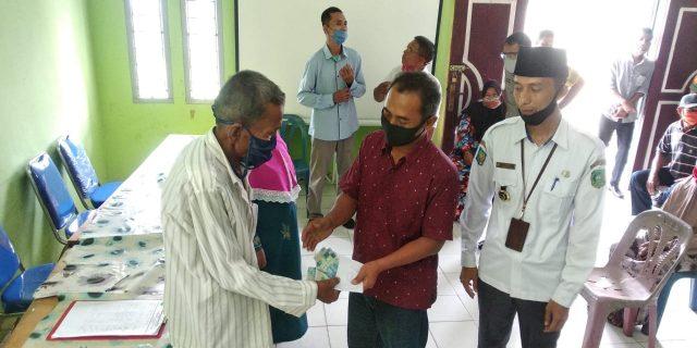 Jadi Yang Kedua Se-Provinsi Riau, Desa Baran Melintang Bagikan BLT-DD Ke Masyarakat
