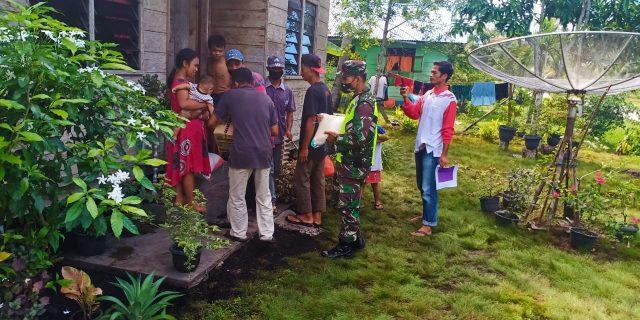 Babinsa Koramil 02 Tebingtinggi Bantu Desa Bokor Pembagian Sembako Ke Rumah-rumah