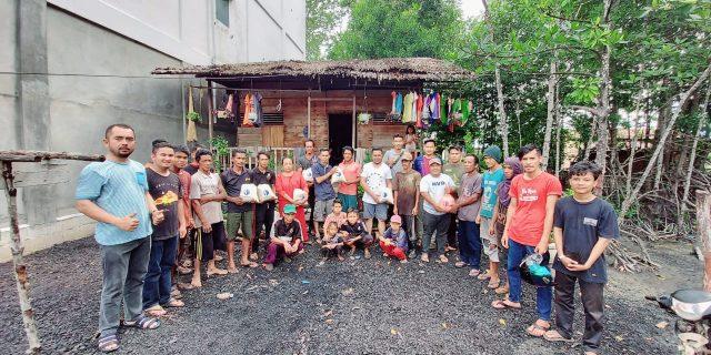 Sahabat MT Antar Beras ke Perkampungan Komunitas Adat Terpencil