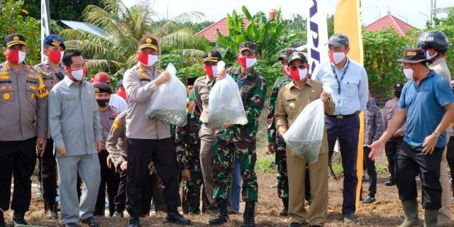 Polri Peduli Covid19, Polda Riau Bakti Sosial Serentak Dalam Rangka Menggerakkan Ekonomi Dan Ketahanan Pangan