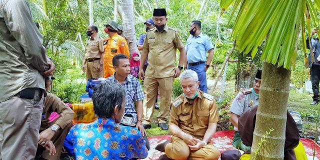 Dikunjungi Wabup Said Hasyim, Warga Korban Kebakaran di Desa Anak Setatah Berkali-Kali Ucapkan Syukur