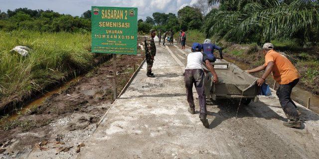 TMMD Bangun 113 Meter Jalan Desa Tenggayun