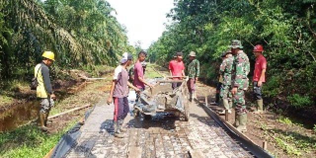 TMMD Ke 108 Tahun 2020, TNI dan Masyarakat Laksanakan Pembangunan Jalan Semenisasi Desa Temiang
