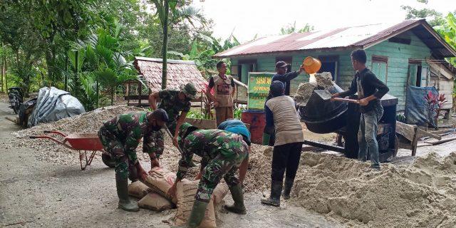 TMMD Ke 108 TNI dan Masyarakat Lakukan Pengecoran Dasar 3 Gg Ibrahim Desa Temiang