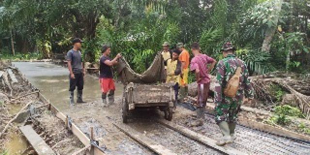 Dalam Membangun Desa, TNI dan Masyarakat Semangat Laksanakan TMMD Ke 108