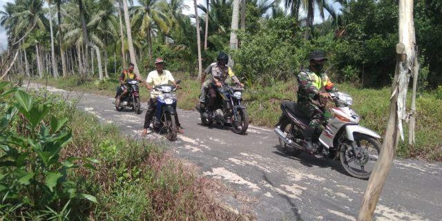 Bhabinsa Bersama Bhabhinkamtibmas dan MPA Melaksanakan Patroli Karhutla di Desa Nipah Sendanu