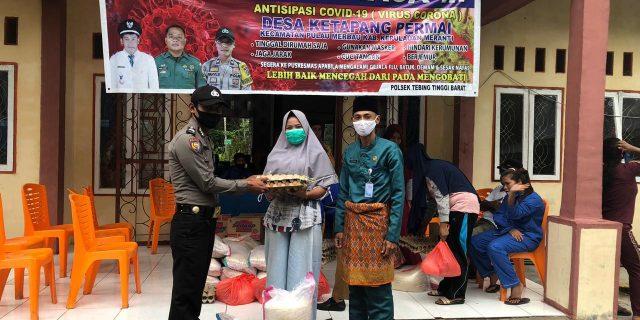 Polsek Tebingtinggi Barat Ikut Distribusikan Sembako Tahap II Pemkab Meranti