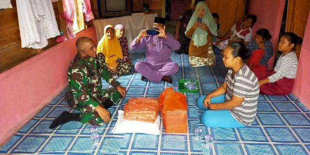 Danramil 02/Tebing Tinggi Serahkan Bantuan Sembako Korban Kebakaran di Desa Alai