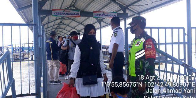 Giat Produktif Aman Covid-19, Babinsa Koramil 02/Tebing Tinggi Laksanakan Pendisiplinan di Pelabuhan Tanjung Harapan