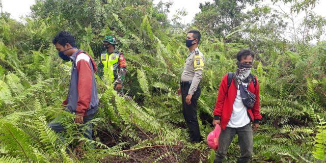 Babinsa Koramil 02/Tebing Tinggi Bersama MPA Patroli Karhutla di Desa Binaan