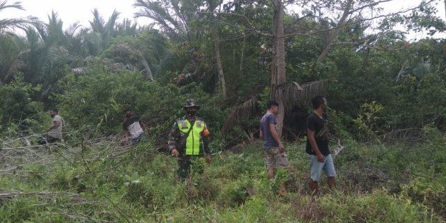 Meminimalisir Kebakaran Yang Sering Terjadi di Desa Binaan, Babinsa Laksanakan Patroli dan Sosialisasi