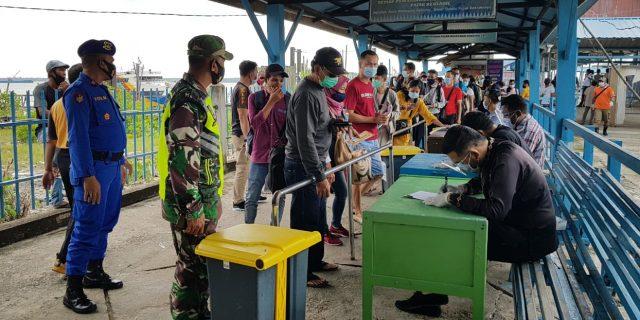 Maraknya Covid-19, Babinsa Koramil 02/Tebing Tinggi Laksanakan Pendisiplinan di Pelabuhan Tanjung Harapan