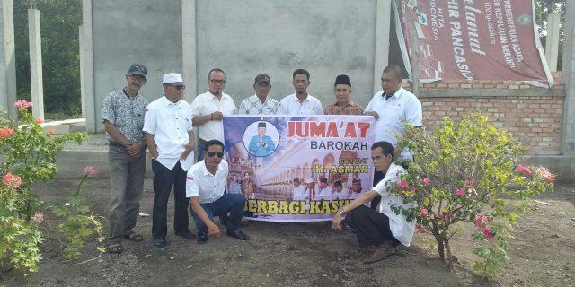 H.Asmar Berserta Sahabatnya Memberikan Bantuan Pembangunan Musholla At-Taubah
