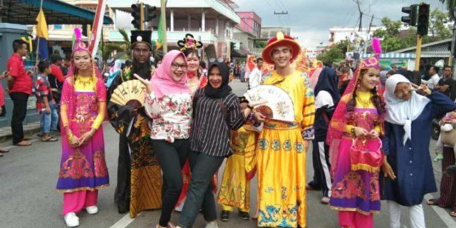 Warga Antusias Ramaikan Puncak Perayaan Imblek di Selatpanjang