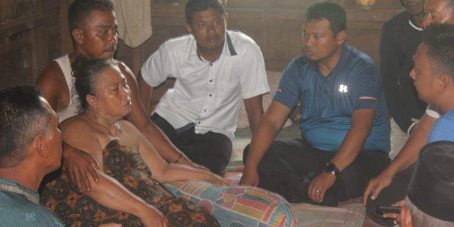 Kabag Humaspro Meranti Kunjungi Rumah Warga Kurang Mampu Penderita Stroke