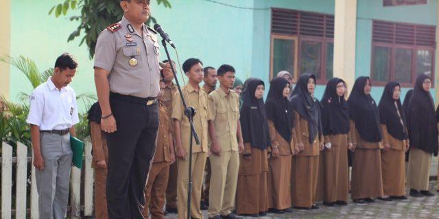 Jadi Pembina Upacara Apel Pagi SMA Negeri 3 Selatpanjang, Ini Pesan Kapolres Meranti AKBP Taufiq Lukman Nurhidayat SIK.MH
