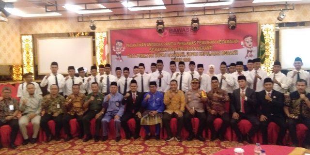 Bawaslu Meranti Lantik 27 Anggota Panwascam Se-Kabupaten Kepulauan Meranti Pada Pemilihan Bupati Dan Wakil Bupati Tahun 2020
