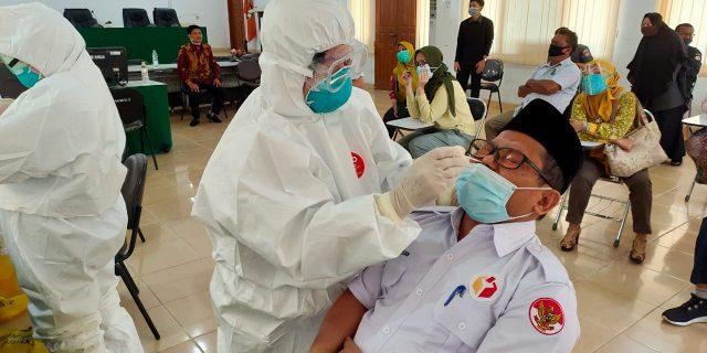 Hari Ini 17 September 2020, Bawaslu Riau Terima Hasil Swab Test Covid-19