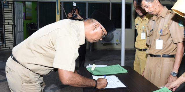 Bupati Bengkalis Instruksikan,Administrator dan Pejabat Pengawas Diskominfotik,Menandatangani PI dan PK Tahun 2019
