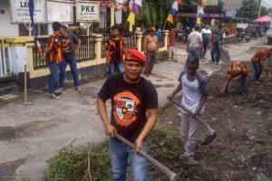 PAC-PP Rantau Selatan Gelar 'Jumat Bersih' Laksanakan Gotong Royong di Kelurahan Perdamean