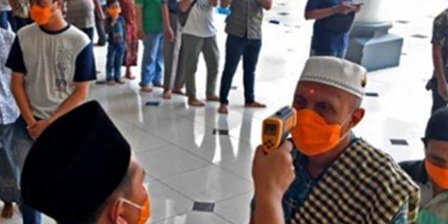 Umat Islam Di Indonesia Terbagi Dalam Sholat Jum'at Di Tengah Ketakutan Coronavirus
