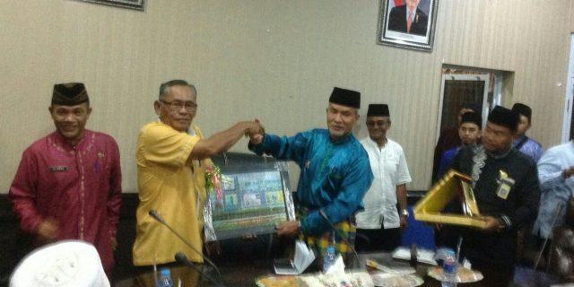 Rombongan Kampung Johor Malaysia Berkunjung Melihat Sagu di Meranti