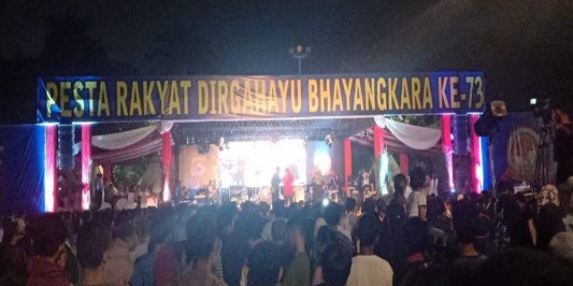 Peringati Hari Bhayangkara ke 73,Polda Banten Gelar Pesta Rakyat Warga Yang Hadir Memadati Alun Alun Kota Serang