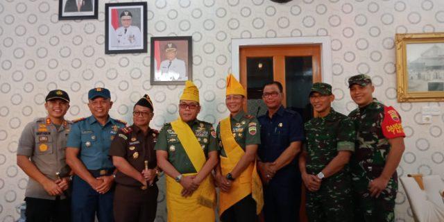 Dua Jendral Pengawas TMMD Ke-105 Rokan Hilir,Di Sambut Bupati Rohil Dengan Adat Melayu