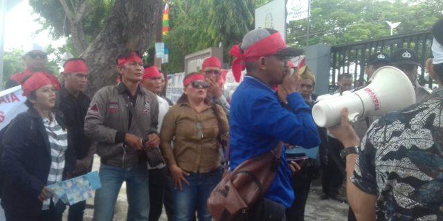 Korban Kriminalisasi Pers,Puluhan Wartawan Gelar Aksi Damai di Kejari dan Kejati Riau